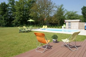 Self-catering accommodation with swimming pool near Calais