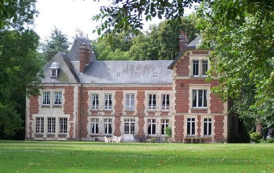 Stay in a castle in the Somme area of NE France