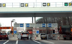 The toll stations on the autoroute are simple to use